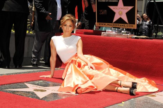 Jennifer-Lopez-is-honored-with-the-2500th-star-On-The-Hollywood-Walk-Of-Fame-on-June-20-2013-in-Hollywood-California-1974000