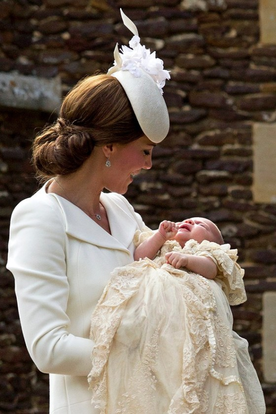TheDuchessofCambridge_PrincessCharlotte_V_05jul15_getty_b_592x888_1