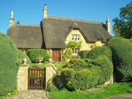 Cotswold_Cottage_with_topiary_-_geograph.org_.uk_-_235184.jpg