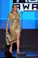 jennifer-lopez-open-amas-2015-american-music-awards-5