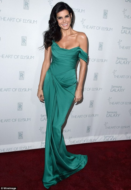2494D63A00000578-2905841-Single_and_ready_to_mingle_Newly_separated_Angie_Harmon_radiated-a-2_1421018766887.jpg